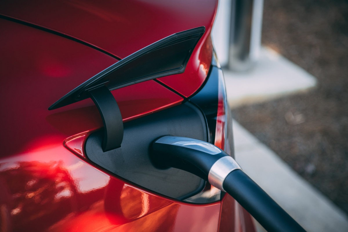 Can an electric vehicle charge itself?